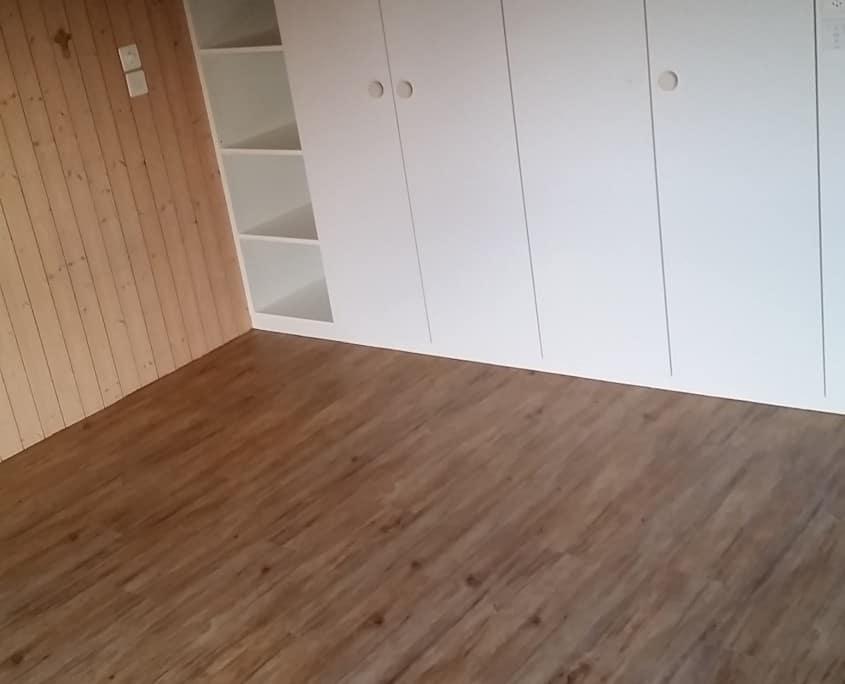 eiche landhausdielen latzer bodenbel ge gmbh. Black Bedroom Furniture Sets. Home Design Ideas